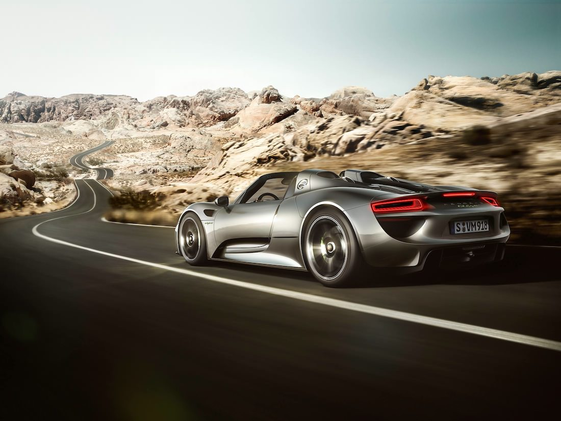 porsche 918 spyder futuristic and agressive. Black Bedroom Furniture Sets. Home Design Ideas