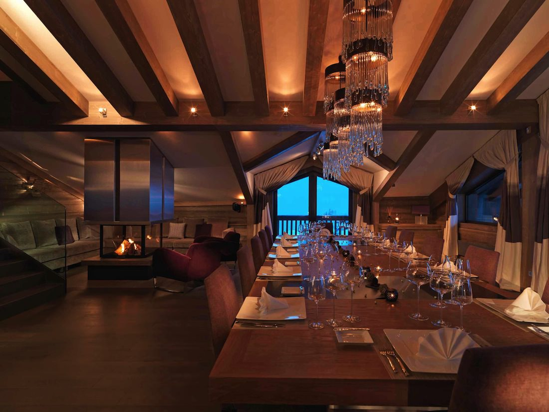 Courchevel and its ultra luxury chalets for euros for Vitrine salle a manger
