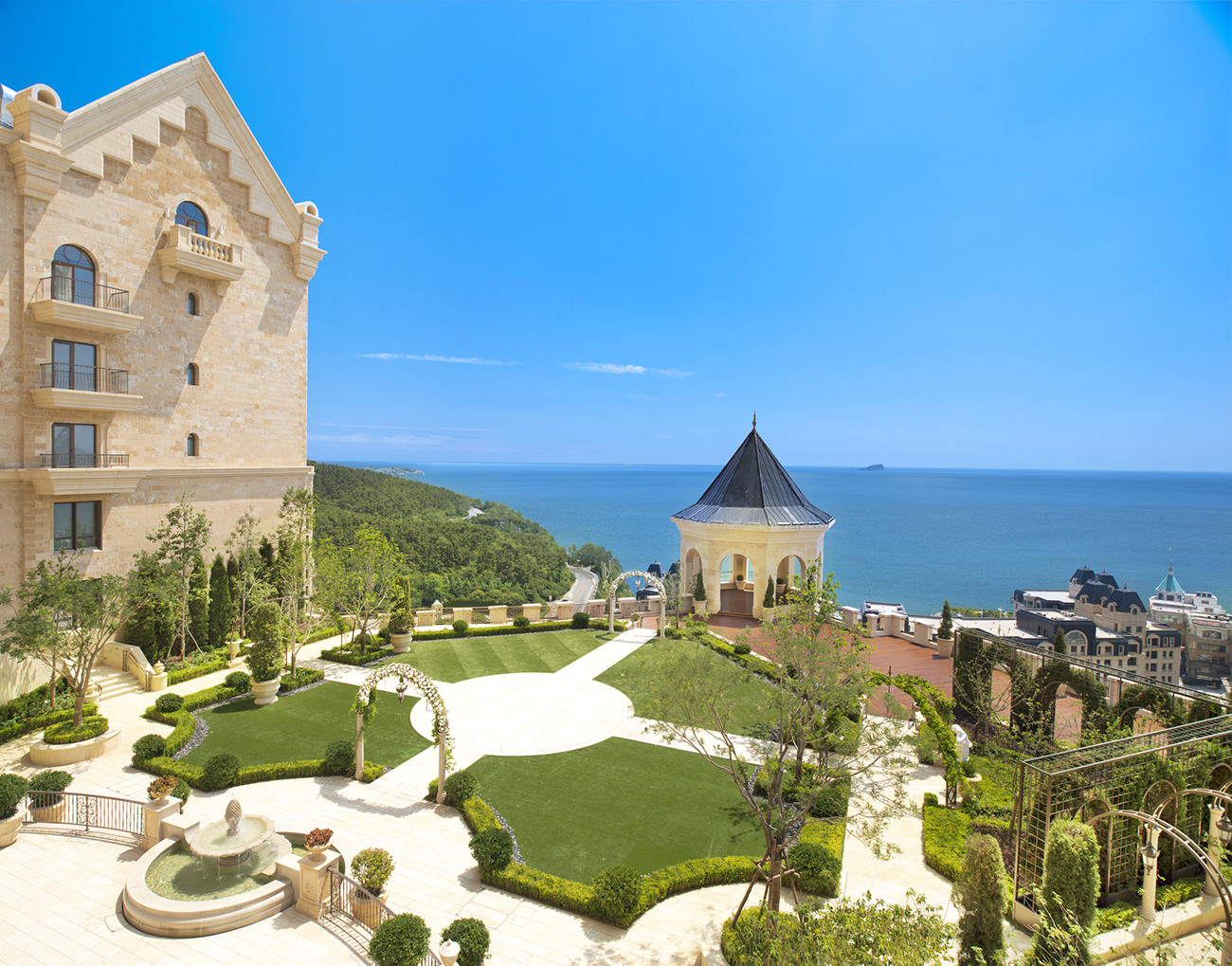 The castle hotel a luxury collection hotel dalian an for The luxury collection hotel