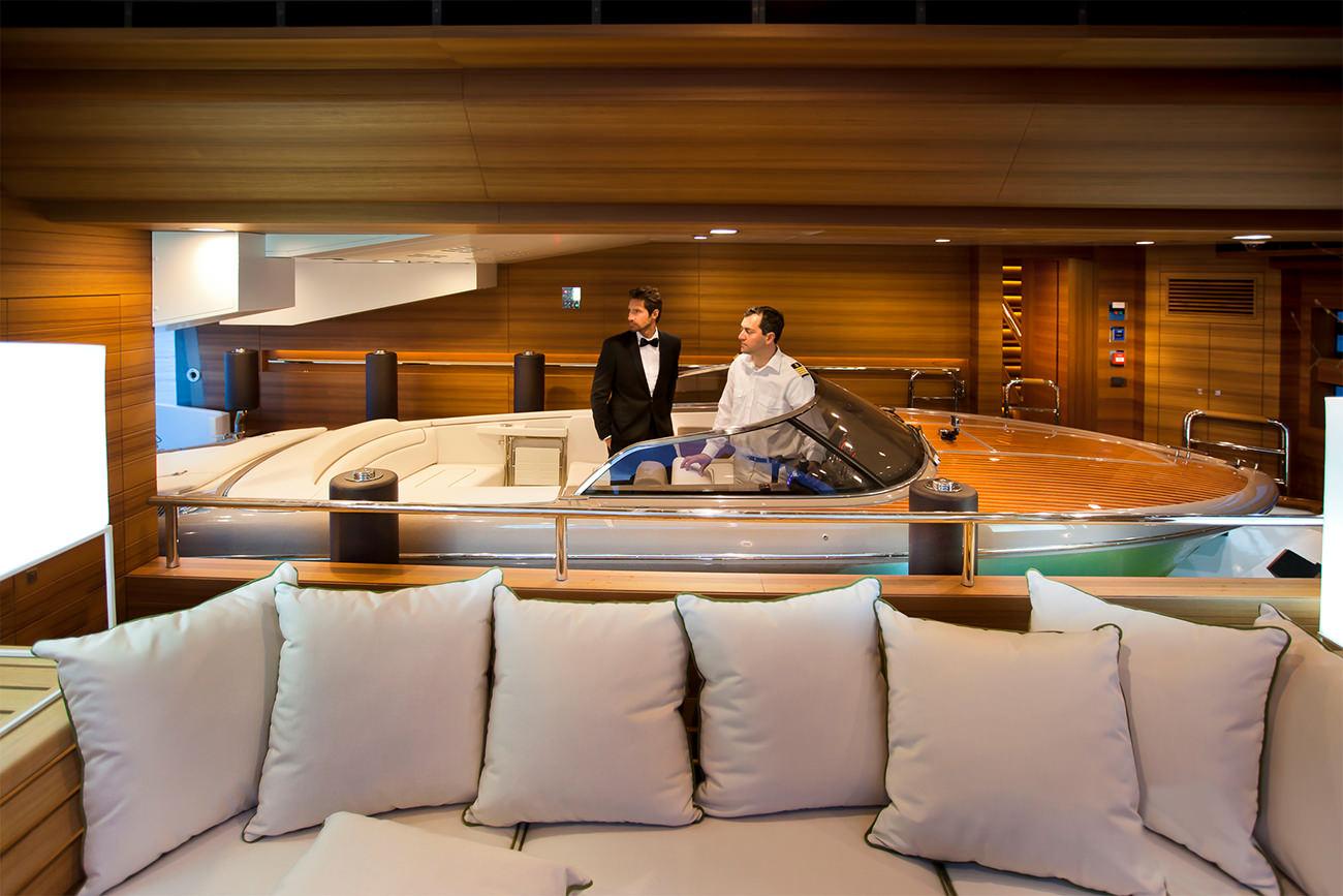 Superyachten interieur  CRN superyacht J'Ade: world's first floating garage