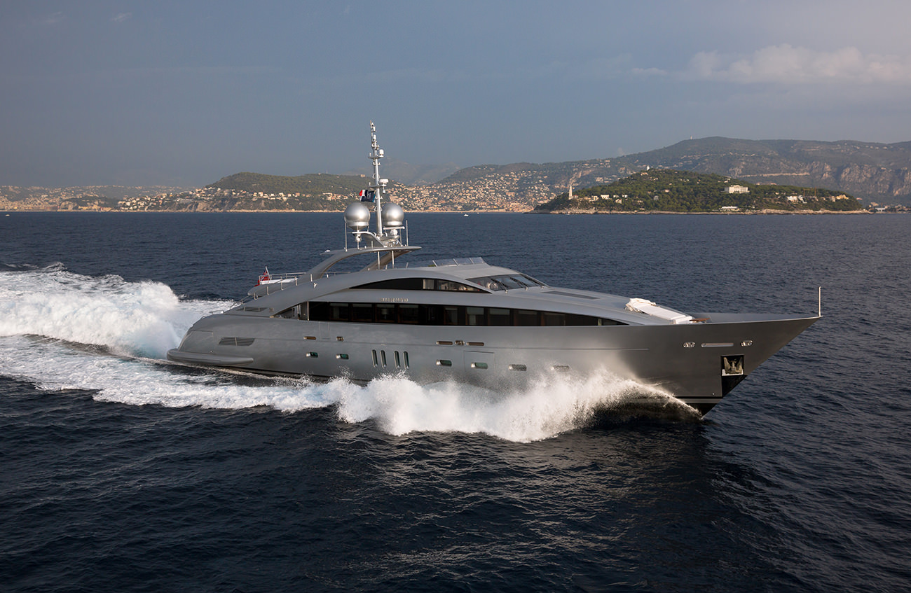 Silver Wind The First Yacht With A Hybrid Water Jet System