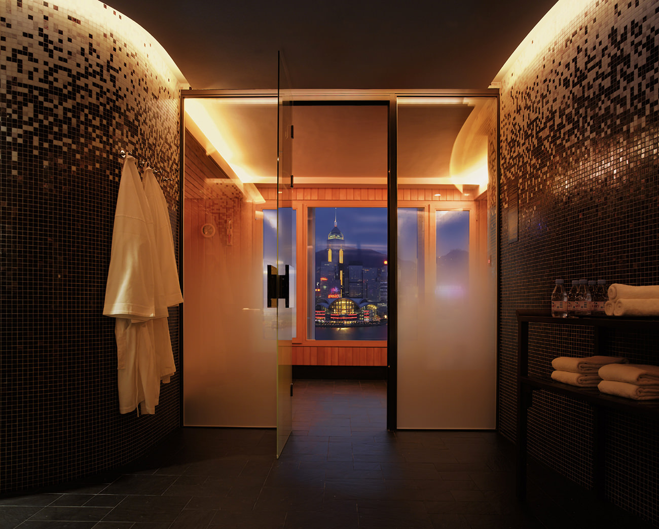 The Peninsula Hong Kong One Of The World S Legendary Grand Hotels