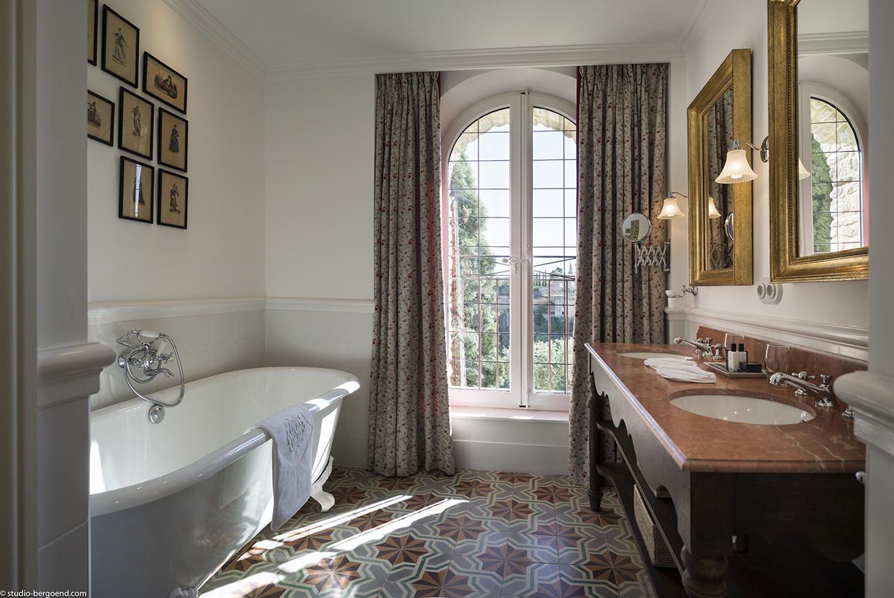 la bastide de gordes a hidden gem at the heart of the luberon. Black Bedroom Furniture Sets. Home Design Ideas