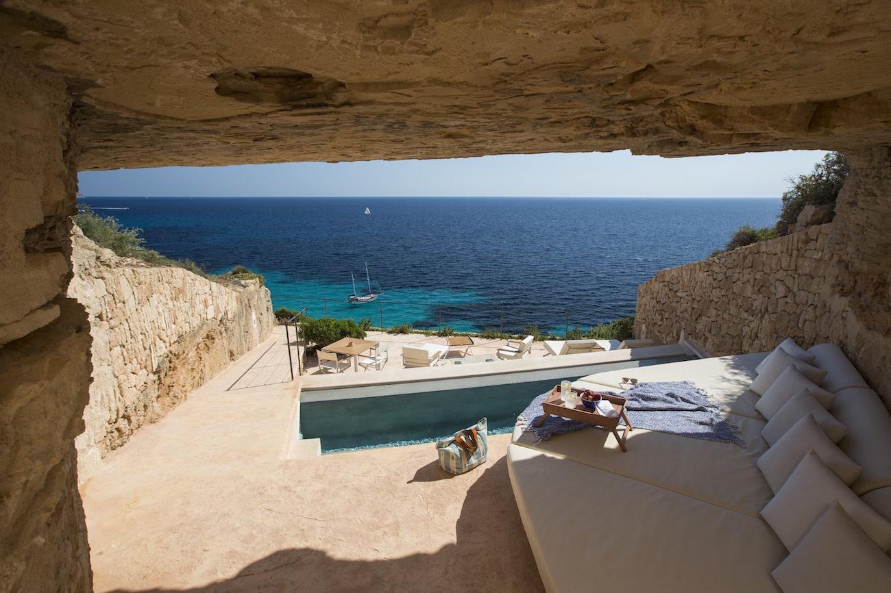 hotel cap rocat mallorca between simple luxury and cultural traditions. Black Bedroom Furniture Sets. Home Design Ideas