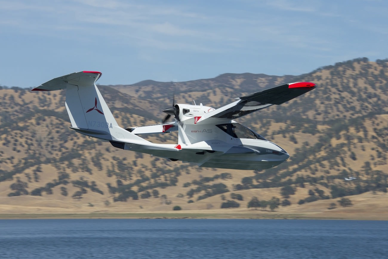 Icon A5 Flying Icon Aircraft A5: A hy...